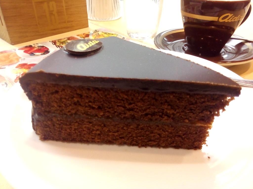 Sacher Torte autêntica de Viena, uma torta de chocolate perfeita!