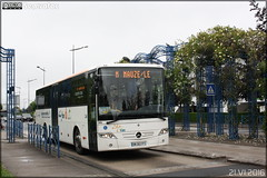 Mercedes-Benz Intouro - Transdev Poitou-Charentes / TAN (Transports de l'Agglomération Niortaise) n°11803 - Photo of Niort