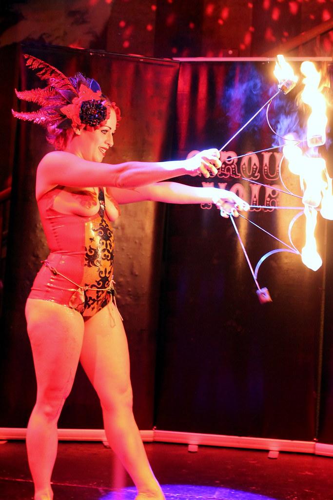 Cirque Noir Trapeze Bar (27)
