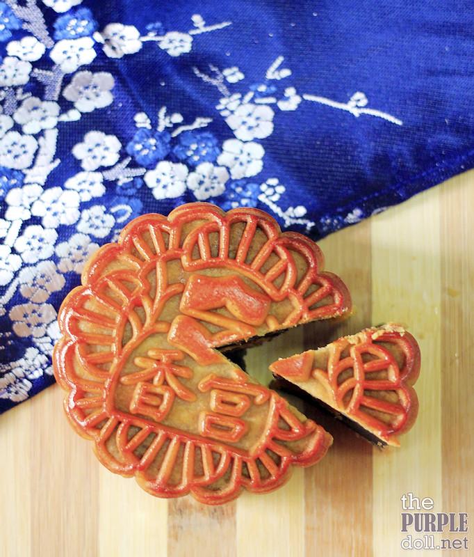 Makati Shangri-la's Black Sesame Mooncake