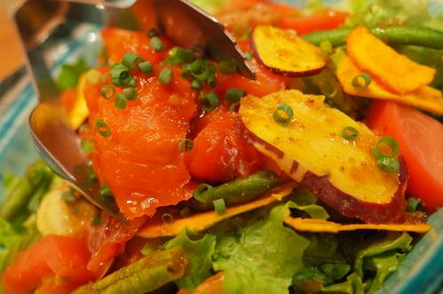 菜物:スモークサーモンと乾燥野菜の異食感サラダ