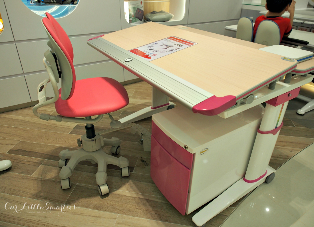 shopping for ergonomic study desk and chair at ergoworks singapore family travel blog. Black Bedroom Furniture Sets. Home Design Ideas