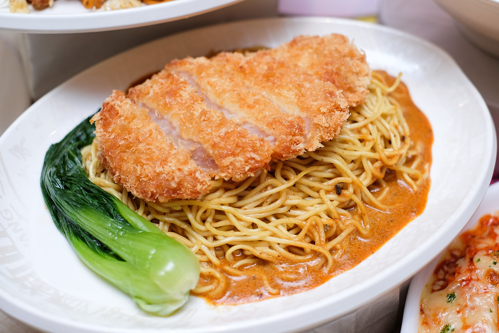 Xin Wang Hong Kong Café: Pork Cutlet Dry Curry Ramen