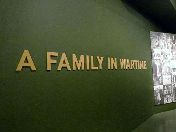 a fmily in  wartime