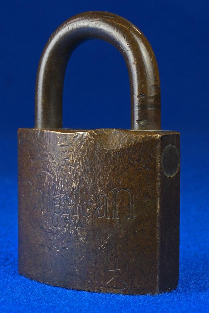RD15096 Vintage American SET US M56 Military Solid Brass Lock Padlock & Original Key DSC07695