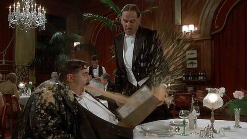 La scena esplosiva della commedia Monty Python - Il senso della vita