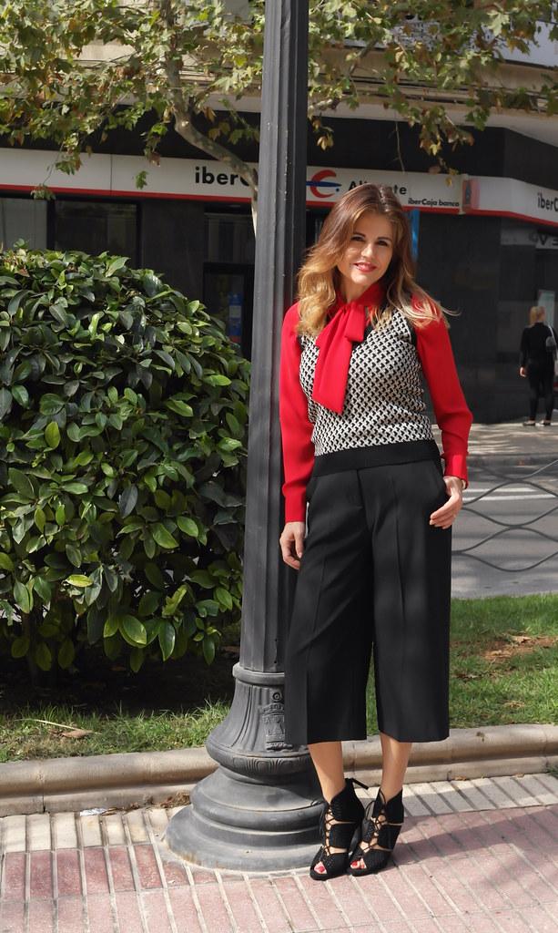 Seventies: chaleco de punto xs y pantalón palazzo