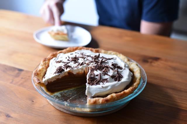 chocolate-cream-pie-sliced