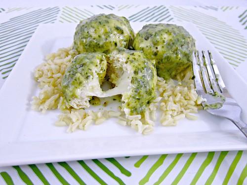 Pesto Mozzarella Chicken Meatballs 2