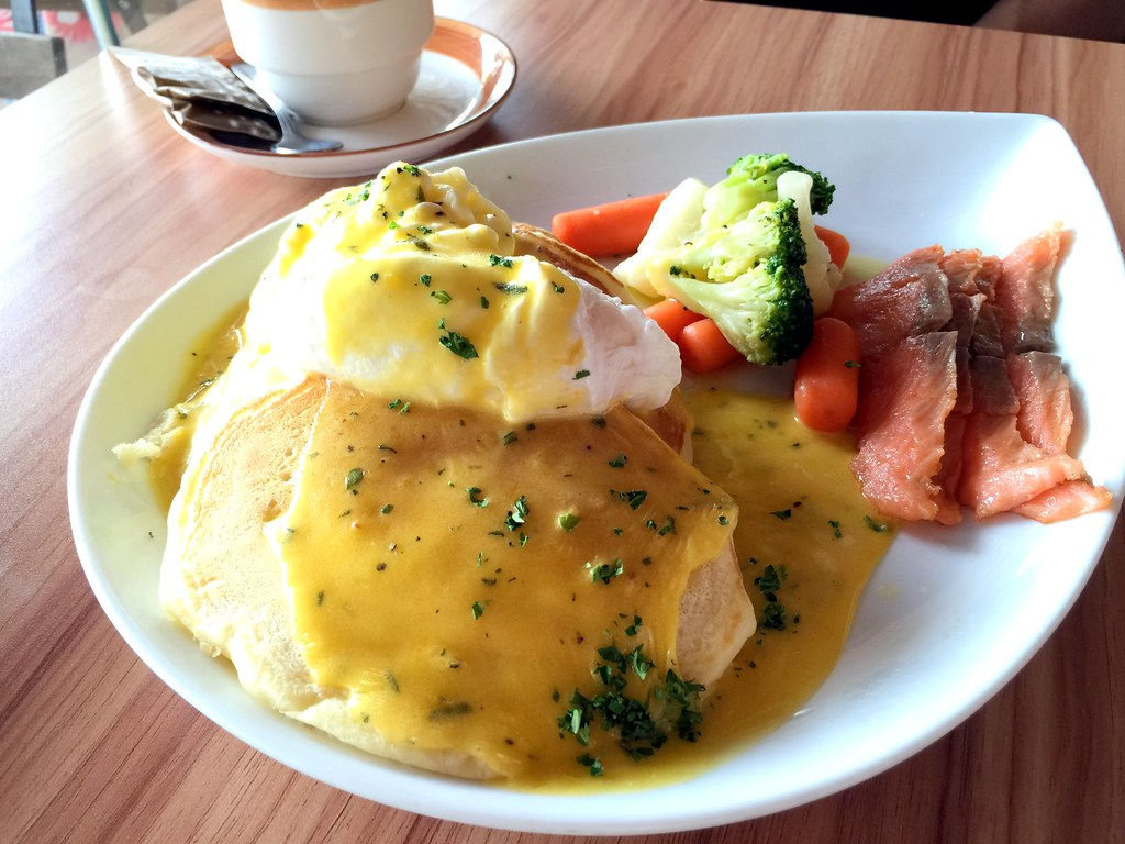 Halal Cafes in the East: Sarah's The Pancake Cafe's Benedict with slices of smoked salmon and poached egg on pancakes, drizzled with homemade hollandaise