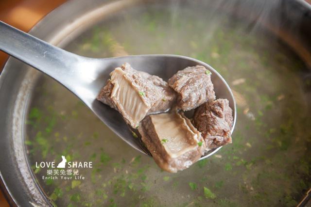 【清境美食餐廳推薦】豐富菜色恰如其名!多樣化雲南擺夷料理@七彩屋餐廳