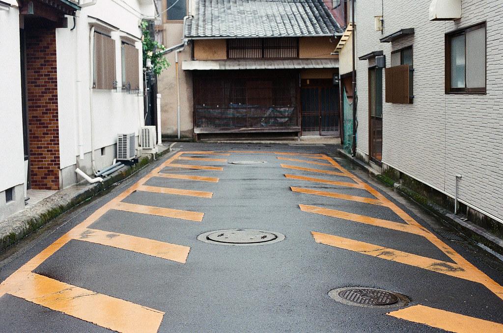 嚴島(Itsuku-shima)広島 Hiroshima 2015/08/31 這是指兩旁不能停車的意思嗎?  Nikon FM2 / 50mm Kodak UltraMax ISO400 Photo by Toomore