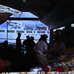 Image of Straw Market near Nassau. dia analogfilm scan 1980s slide 1980er diapositivfilm kleinbild kbfilm analog 35mm canoscan8800f 1988 contax137md bahamas nassau insel newprovidence amerika westindischeinseln karibik mittelamerika stadt strase bauwerk profanbau menschen leute strawmarket strohmarkt schiff kreuzfahrtschiff hafen downtownnassau thebahamas nordamerika gebäude rüdigerstehn