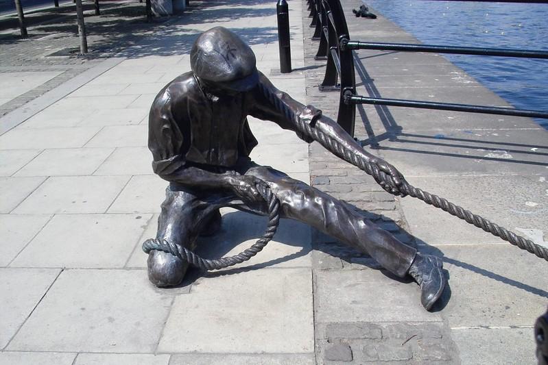 Dublin Monument: Lineman pulling rope