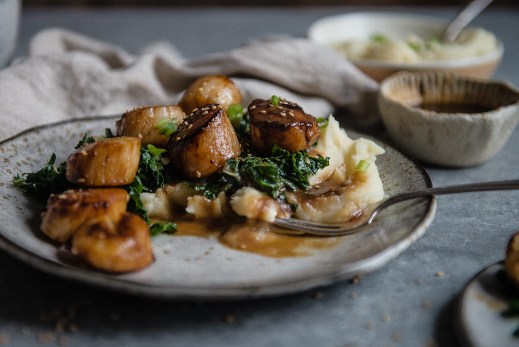 miso-glazed scallops | two red bowls