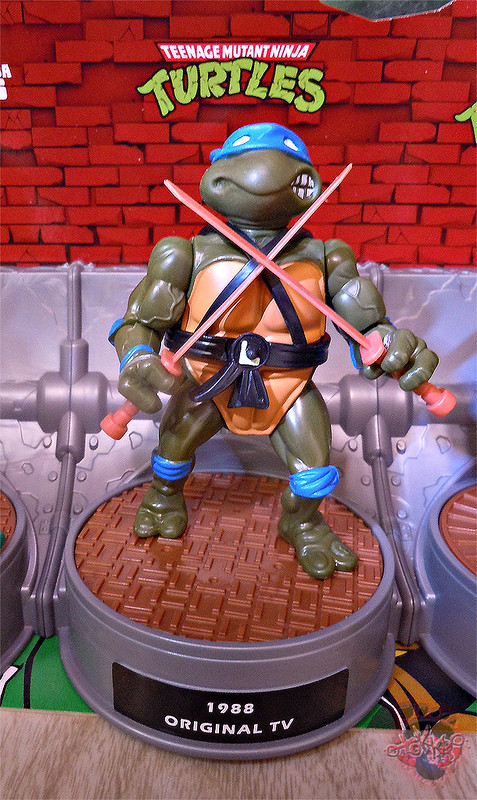 "Nickelodeon ""HISTORY OF TEENAGE MUTANT NINJA TURTLES"" FEATURING LEONARDO - ORIGINAL '88 LEONARDO ii (( 2015 ))"