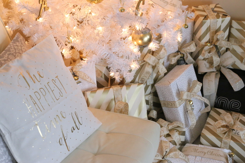 white-christmas-gold-wrapping-paper-gifts-6