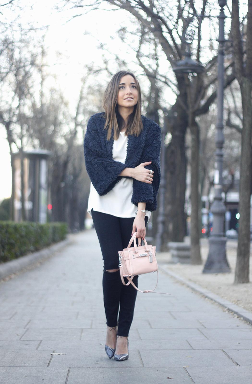 black jeans, coach bag, outfit, style, heels, white t-shirt, Fur Effect Jacket, uterqüe04