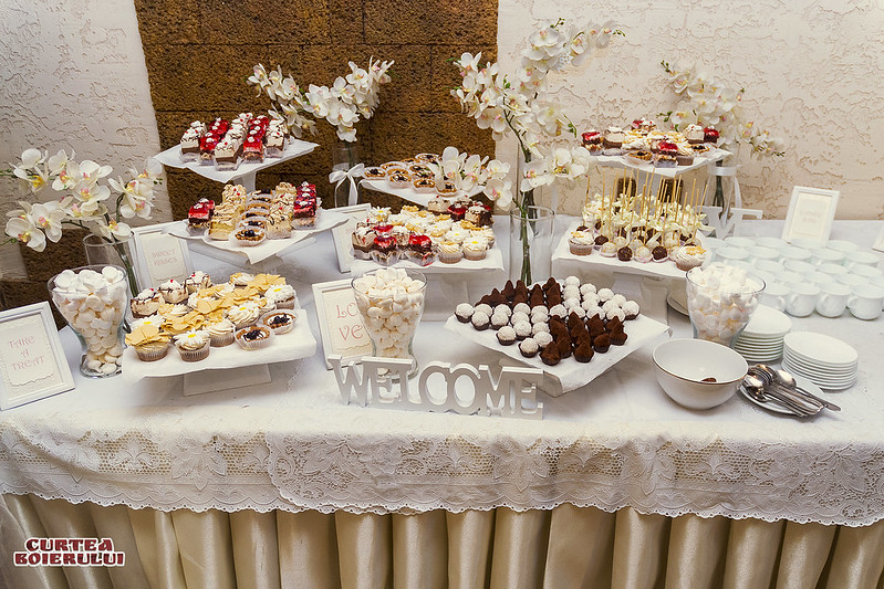 Ресторан Curtea Boierului > Candy Bar ПОДАРОК