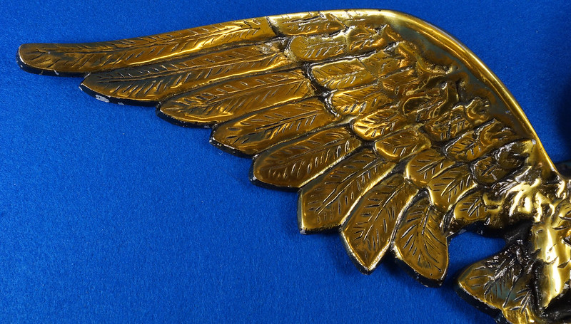 RD15262 Vintage Patriotic American Soaring Eagle Wall Hanging Plaque 25 inch Cast Metal With Brass Tone Finish DSC08882