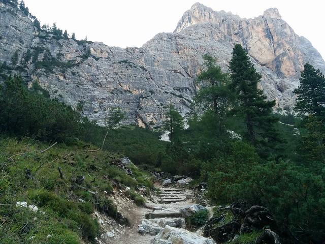 Aufstieg über Serpentinen und Stufen