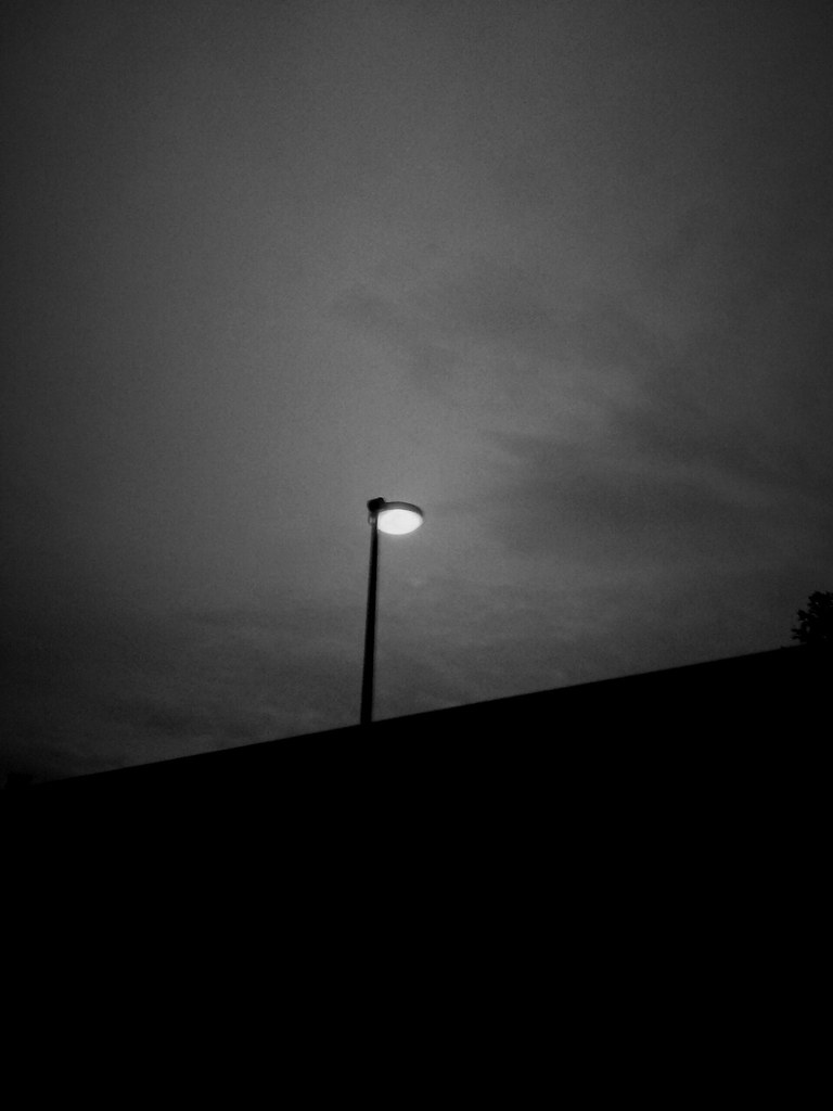 N°35 Une Lumière Dans La Nuit
