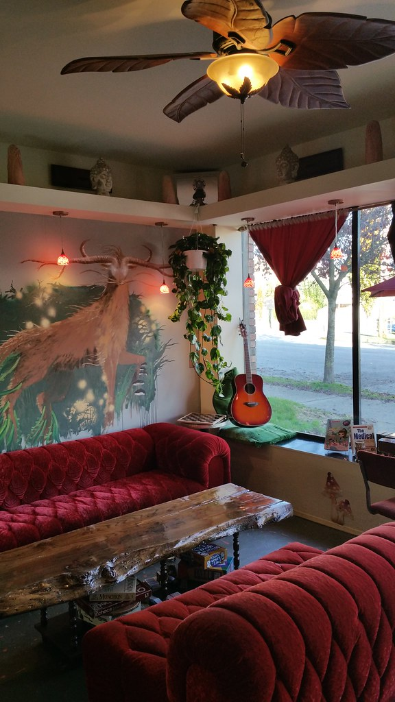 The Jaxx Teahouse and Lounge - notice the phallic owls