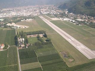 Landebahn des Flughafens Bozen im September 2003 - Pista del aeroporto di Bolzano nel 2003