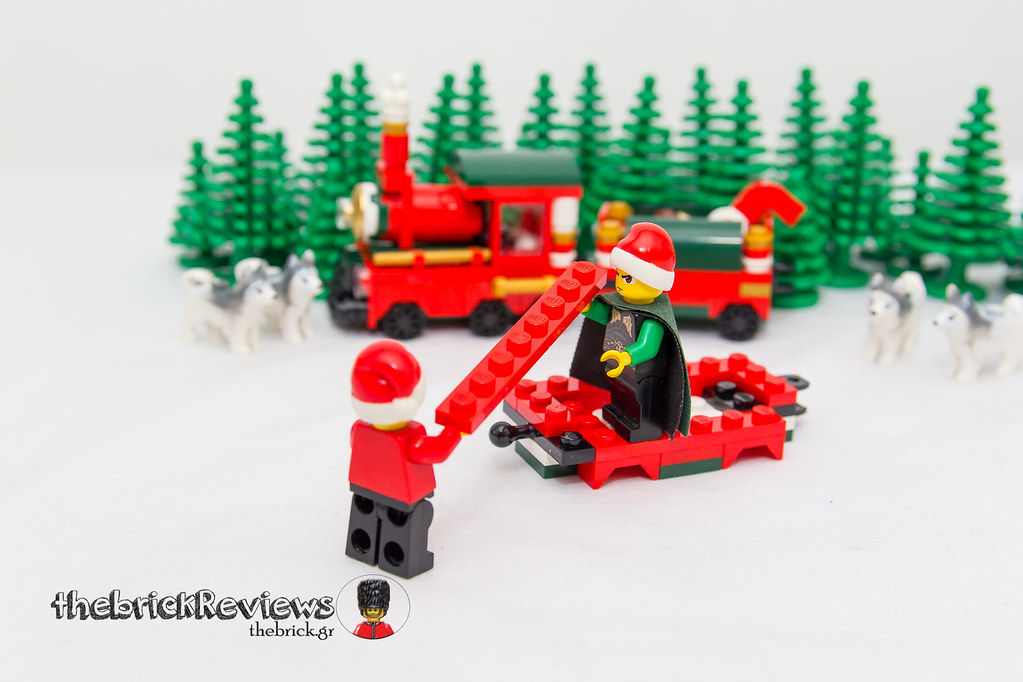 ThebrickReview: Christmas Train - 40138 - Limited Edition 2015 23636647671_ff482dc251_b