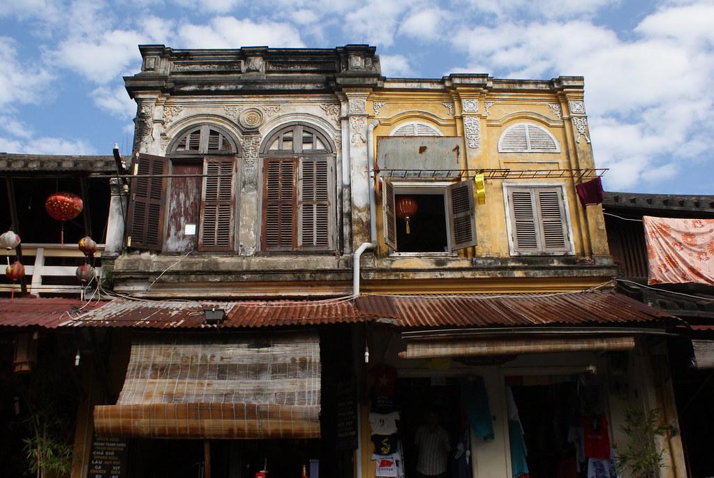 Belles façades décatie dans la ville de Hoi An au Vietnam.
