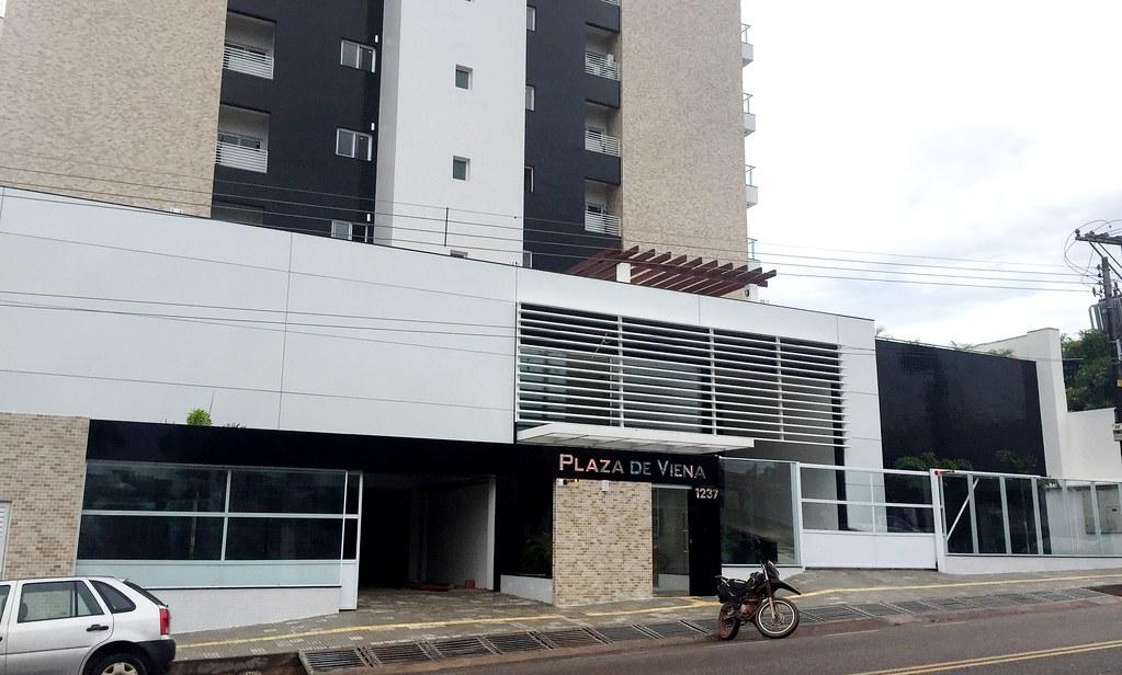 Justiça condena construtora por invadir calçada ao erguer prédio de luxo de 25 andares, Edifício Plaza de Viena