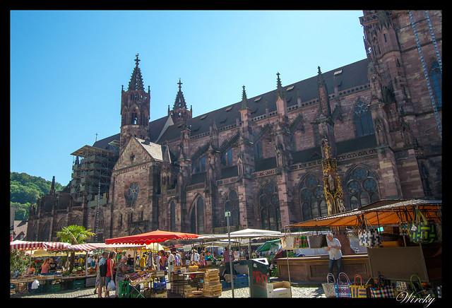 Selva Negra Alsacia Friburgo Vogelgrun Eguisheim Colmar - Plaza de la Catedral y mercado de Friburgo