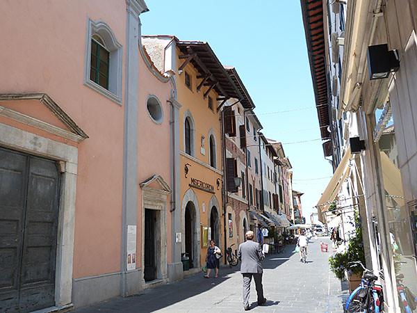 rue de <Pietrasanta