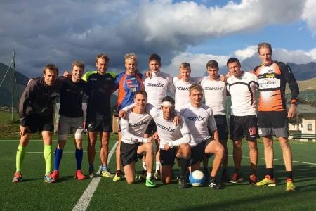 Čeští běžci na lyžích trénovali s Northugem, lyže vyměnili za fotbalový míč