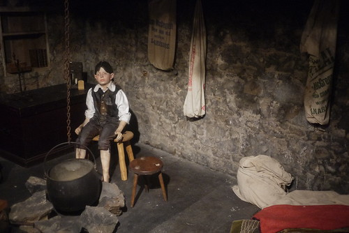 Reproduction of a traditional cottage with central open hearth, c. 17th century (Scotland)