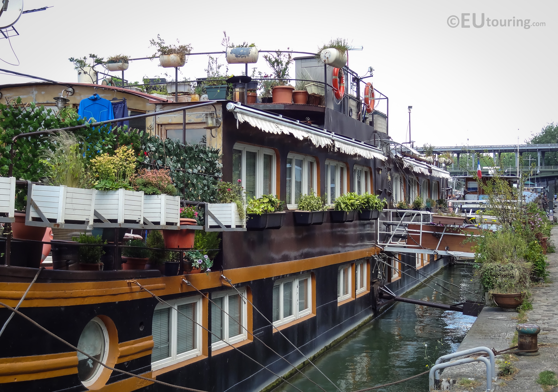 Elegant houseboats