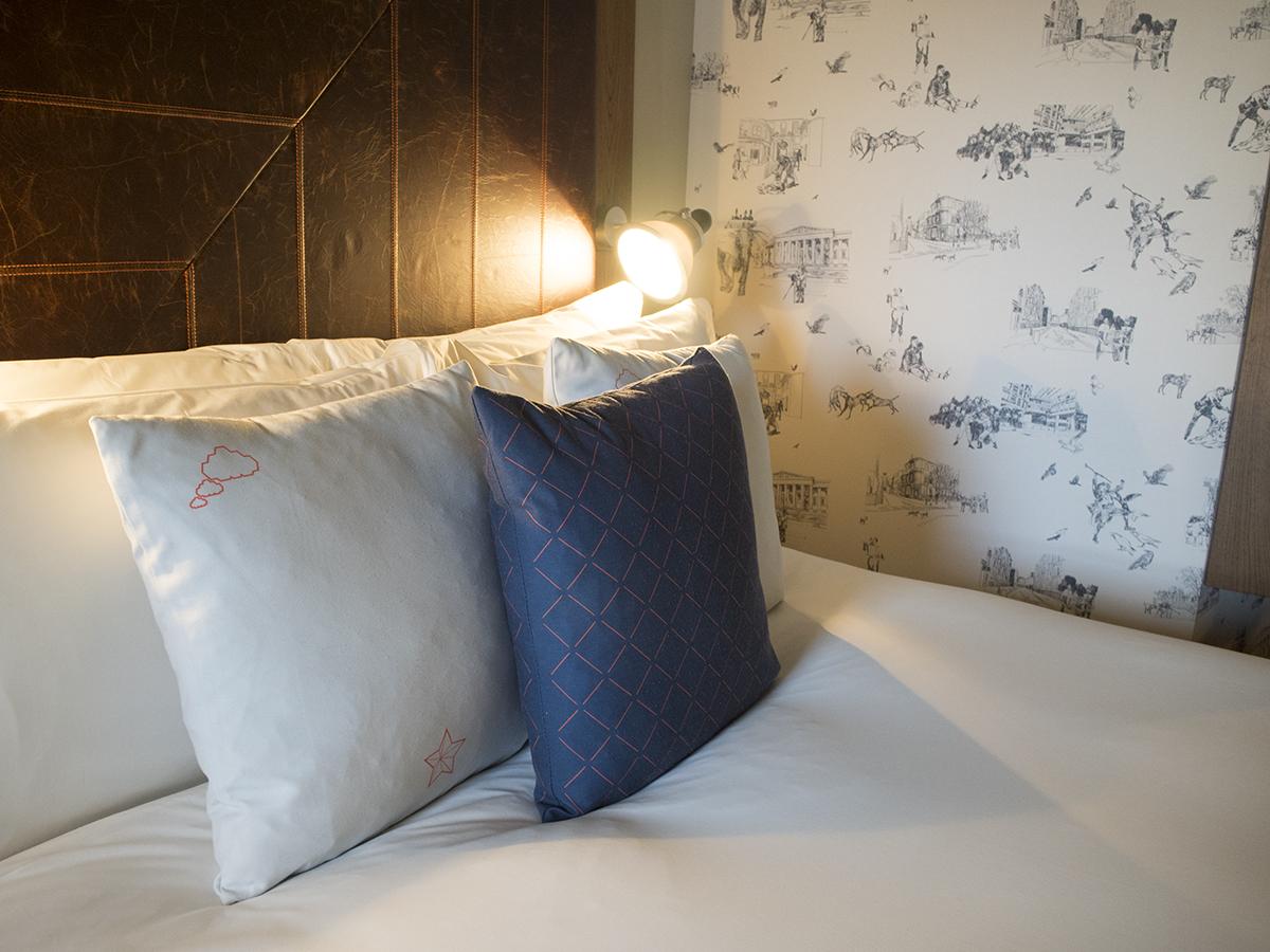 bed-shoebox-room-hoxton-hotel-holborn