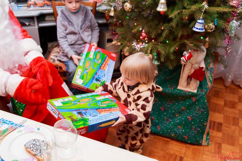 Foto sau Video la 250 Euro!!! > Serviciul Moş Crăciun la tine acasa! De la studioul Shot