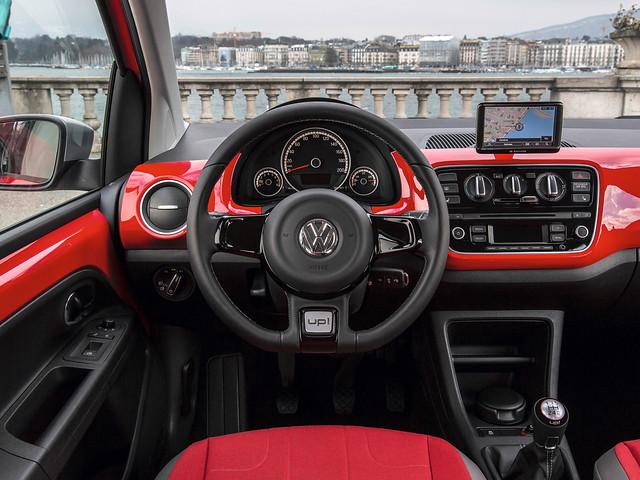 Салон Volkswagen cross up!. 2013 год