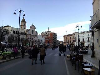 Casamassima-Piazza Aldo Moro chiusa al traffico