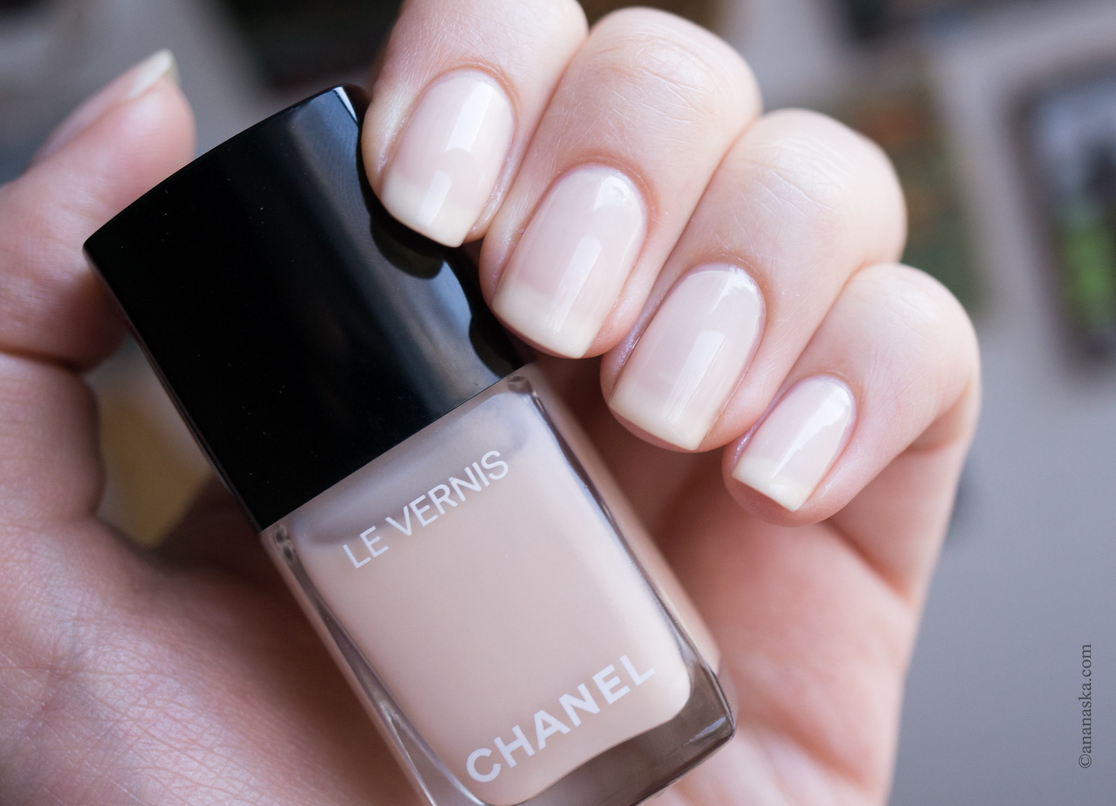 Chanel Le Vernis Longue Tenue 548 Blanc White