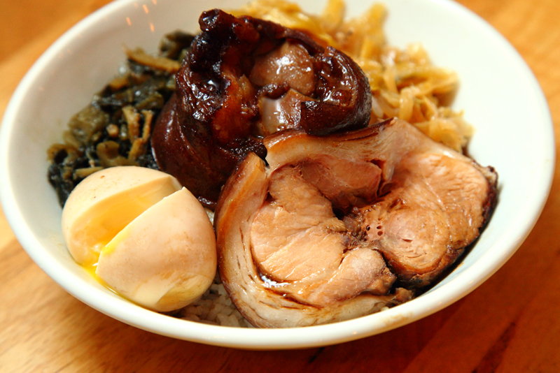 Braised-Trotter-Rice-with-Egg