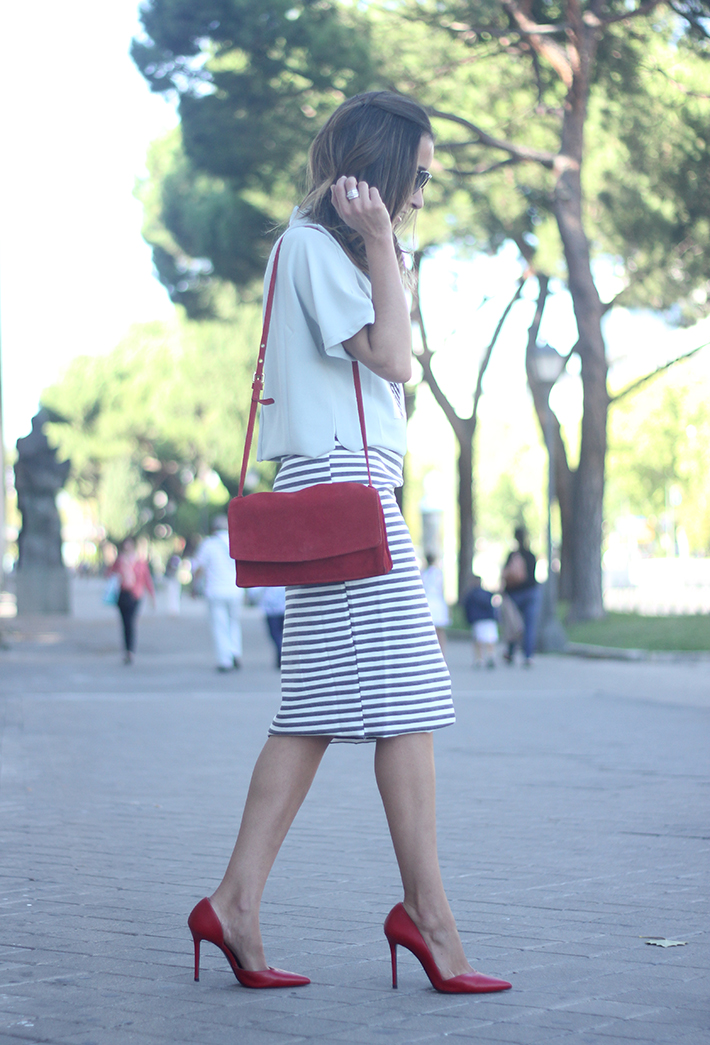Pencil Stripped Skirt Red Bag Shoes Heels Outfit Tshirt07