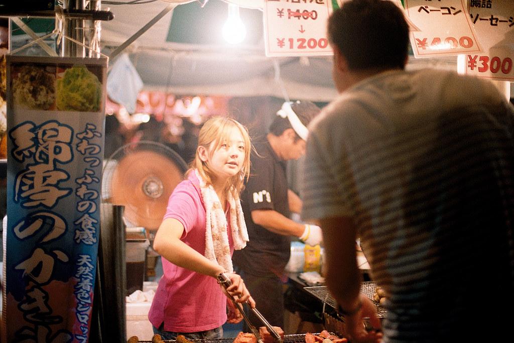 """七夕祭 仙台 Sendai 2015/08/07 稍微亮眼的女孩。  Nikon FM2 / 50mm Kodak ColorPlus ISO200  <a href=""""http://blog.toomore.net/2015/08/blog-post.html"""" rel=""""noreferrer nofollow"""">blog.toomore.net/2015/08/blog-post.html</a> Photo by Toomore"""