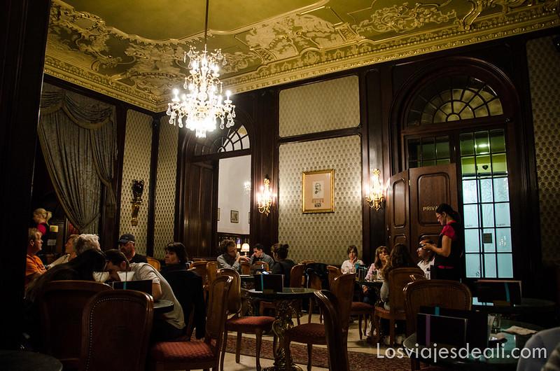 calles de Budapest antiguo café