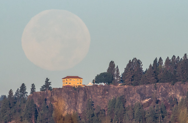 Arbor Crest Super Moonset