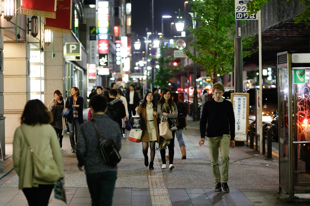 Roppongi 6 Chome, Tokyo, Minato-ku, Tokyo Prefecture, Japan, 0.008 sec (1/125), f/2.0, 85 mm, EF85mm f/1.8 USM
