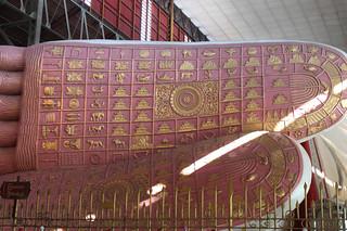 20150131_2084-Yangon-Chaukhatgyi-paya-reclining-Buddha-feet_resize