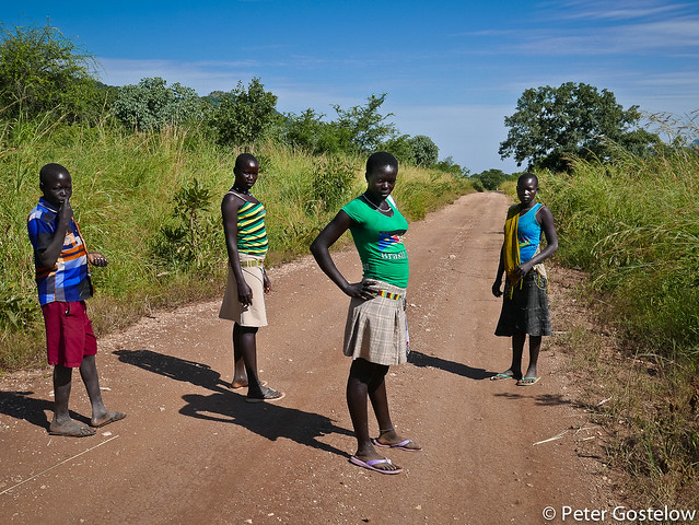 Girls on the road to Kapoeta
