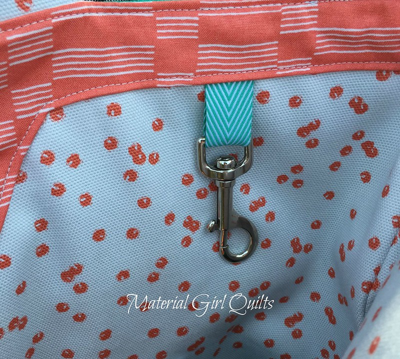 Poolside tote clasp